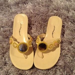 Sandals w small wedge