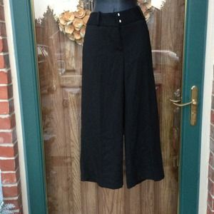 3/4 length black trousers