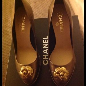 Chanel dark gold escarpins pumps