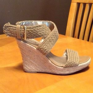 Shoes - ⬇REDUCED⬇ Beige Wedge Espadrilles