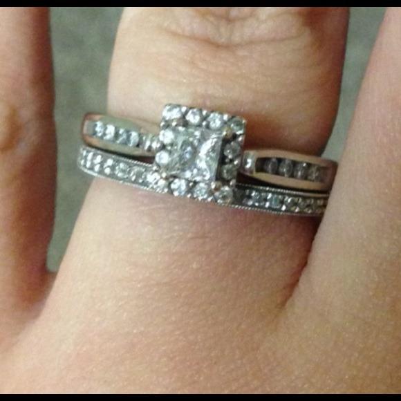 Gordon s Jewelers 🚫SOLD🚫14K White Gold Engagement Ring and Band from