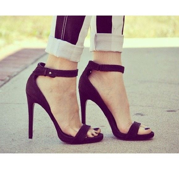 Black Zara Look-Alike Basic Heel Sandal 🎀