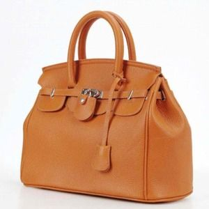Handbags - Trendy Lock & Key Tan Hermes Lookalike Bag 🎀