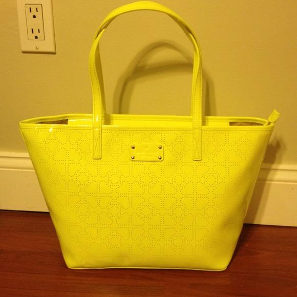 dc147162427b NWT Kate Spade neon yellow metro spade zip tote