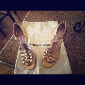 Reduced! Beautiful gold Manolo Blahnik's!