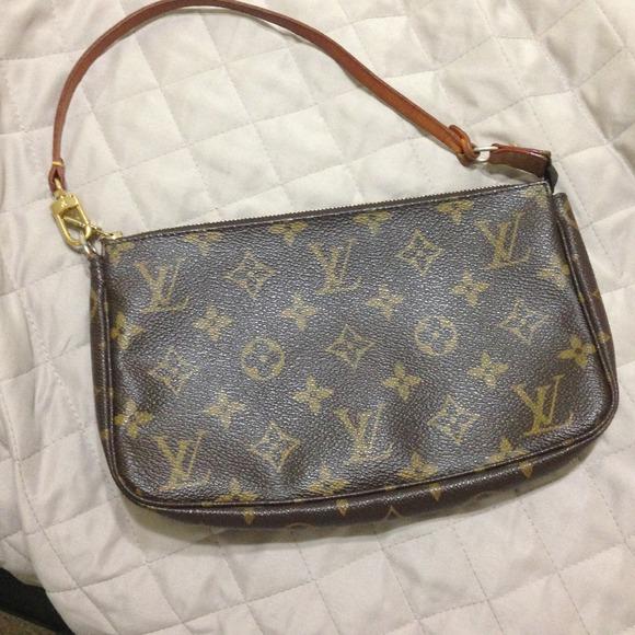 675ba3352b8b Louis Vuitton Handbags - LV small purse