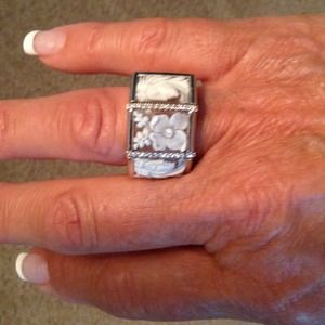 Cameo 18 Kt White Gold Dia Ring 💍💍REDUCED🎉🎉