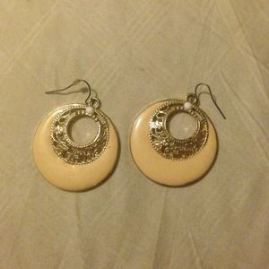 Jewelry - Ivory and gold tone earrings