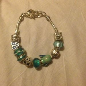 Jewelry - PRICE DROP-Peace and Love charm bracelet