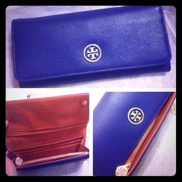 36b7f80a912f Tory Burch Robinson Envelope Continental Wallet. M 51cfc4b833a52d6fb201e9ce