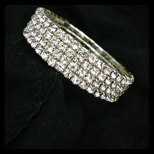 Swarovski Jewelry - Bracelet w/ Swarovski Crystals. NEW  NEVER WORN