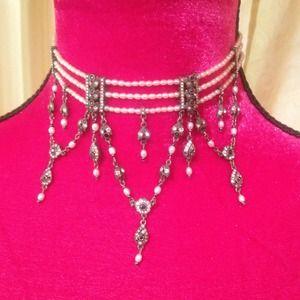 Jewelry - Statement choker! Pearls& antique-like rhinestones