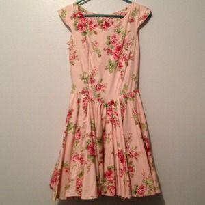Dresses & Skirts - Gorgeous vintage style floral dress