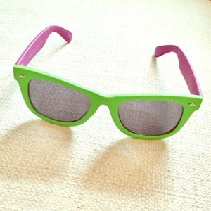 NWOT Betsey Johnson Green & Purple Sunnies