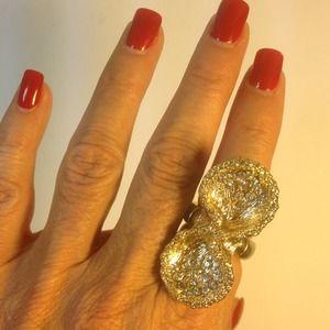 Jewelry - Glamorous golden bow ring w diamond rhinestones 💍