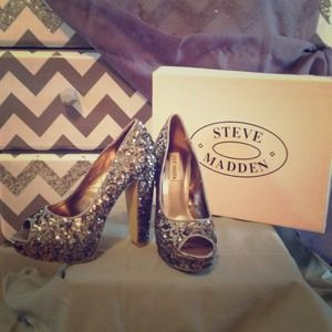 Steve Madden silver sequined pumps