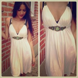 ⚡️SALE⚡️ White dress with green crystal/stone