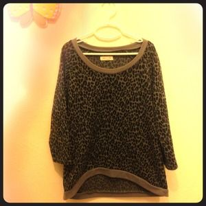 Urban Outfitters Leopard cropped-sleeve top❤