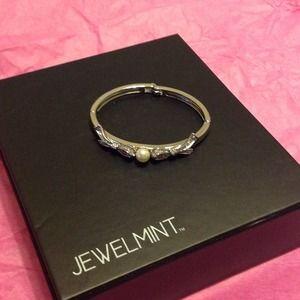 Jewelmint precious pearl bracelet