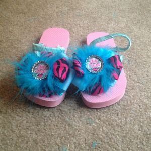 Shoes - Flip flops and hair bow