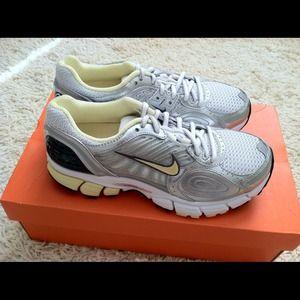 Brand NEW Nike Women's Zoom Vomero+ 4