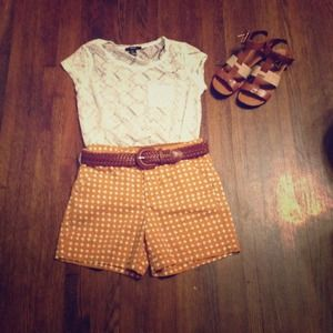 ❤2x Host pick❤ Camel and off white printed shorts