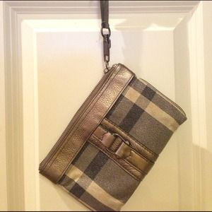 GREAT PRICE Burberry wristlet