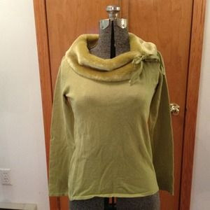 Sweaters - 🎉HP🎉Light Green Sweater Fur Accent Neck Detail