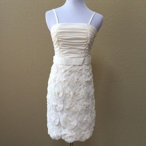 Dresses & Skirts - Ruched white flower appliqué dress