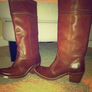 FRYE Boots size 6 Look brand new