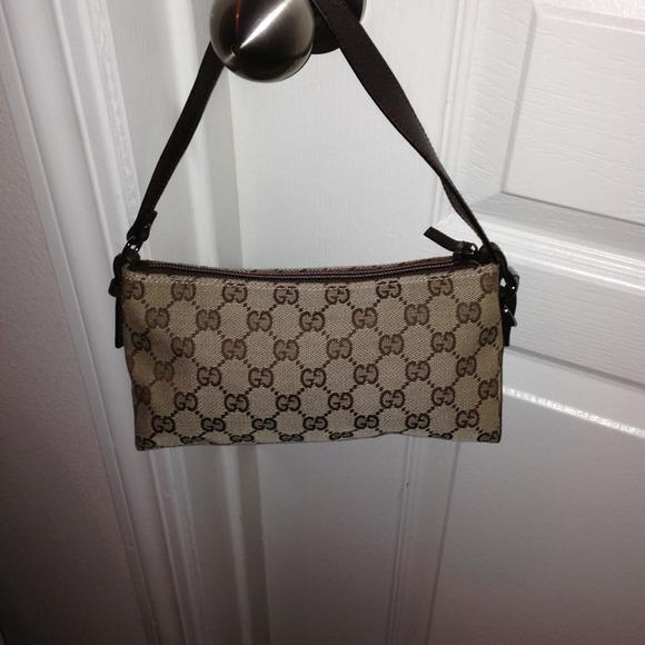 defacaeb3c24 Authentic Gucci Small purse. Gucci. M 51db7f6b20b85f46e2053165.  M 51db7f76bdf51c0e8f054d70. M 521779b87aea0b06c800ff70.  M 521779bf7aea0b06c800ff74