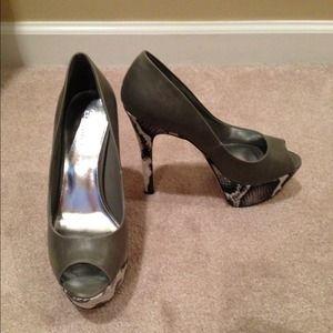 Gray / Snake Heels. ( brand new )