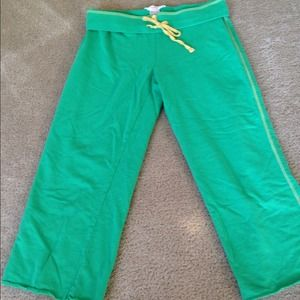 Pants - DONATED Green workout or lounge Capri pants