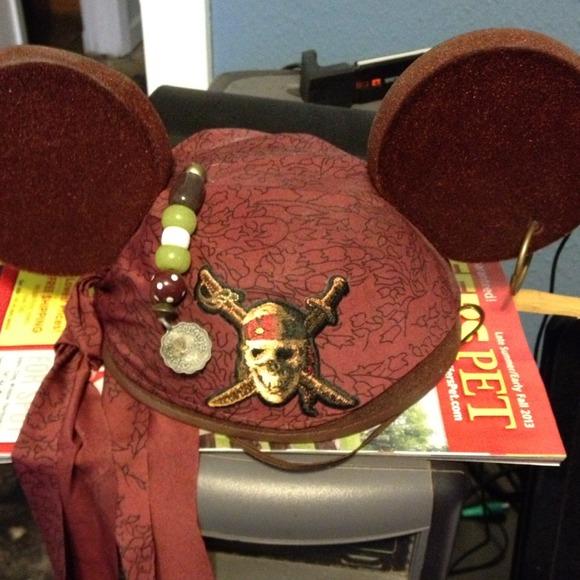Walt Disney Accessories Pirates Of The Caribbean Mickey
