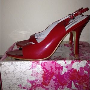 Chinese Laundry - Size 8, patent red sandals