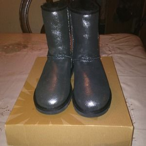 Selling size 6 (in women's) ugg boots
