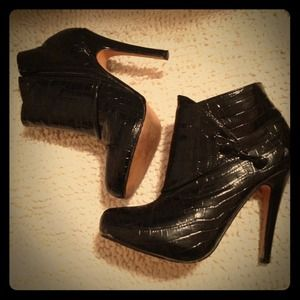 Black patent leather ankle boots! Size 6