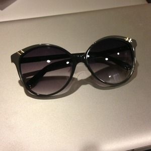 Chloe Accessories - Authentic Chloe sunglasses