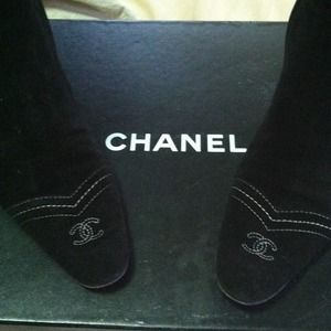 Authentic Chanel suede boots size 38   8