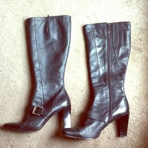 Chic black leather boots