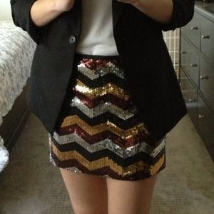 🎉HP 7/19 & 3/1🎉 Sequin chevron mini skirt