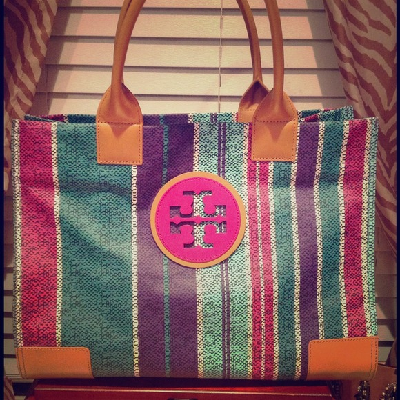 Tory Burch Handbags - AUTHENTIC Tory Burch Large Elle Tote!