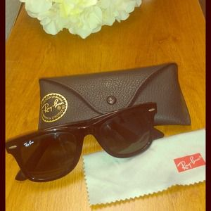 Authentic Ray Ban Wayfarer- Original style w/ case