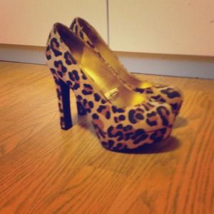 Shoes - New Massimo Target Leopard Print Pumps Size 6.5