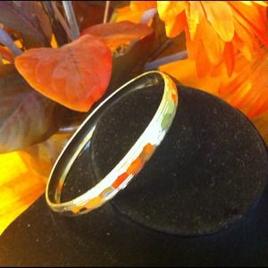 ↘️Gold toned bangle bracelet