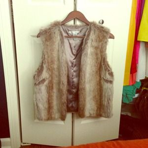 REDUCED: Faux-fur vest perfect for Fall!
