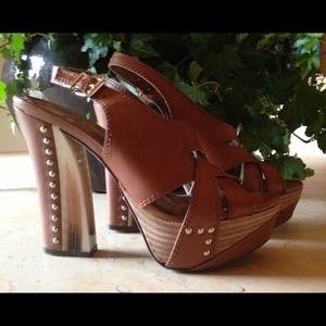💥HOST PICK 10/4 & 3/2💥Gianni Bini Sandals