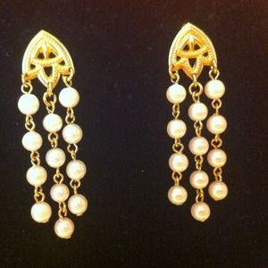 Jewelry - Cascade of pearls