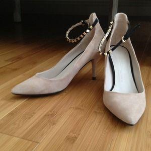 Zara nude suede kitten heels w stud details sz 6.5