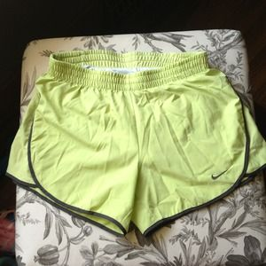 Nike Tempo green running shorts sz XS